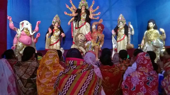 Women worshipping Durga in Bengal Photo: Vikram Roy 2015